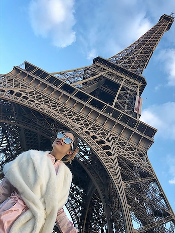 Paris Diaries 😍😍 Eiffel Tower 😍 : #dreamdestination #sobeautiful #eiffeltower #paris #parisbeauty #parisisbeautiful #paris🇫🇷 #france #simplybeautiful #lovingit #beautyatitsbest #beautifulplace #happytime #travelandleisure #travelblogger #luxurytravel #nehamalik #model #actor #diva #blogger #pariswithnehamalik #europetripwithnehamalik