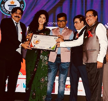 #HumbleThanks for this honour!! #Recipient of #YoungIndiaAward for #BestAnchor at the #14thRKNationalExcellenceAwards2018 #Last nite.. #Chairman #Dr #DharmendraKumar #Dr Aneel Murarka#Dr #HrishikeshPai.. #felt so awesome to receive the award from the producer of my forthcoming debut film, 'ZindagiTumse', produced by #AnandManwani Ji.. #It came as a pleasant surprise for both of us to meet on stage.. Simran Ahuja (ms India MWI 2013)