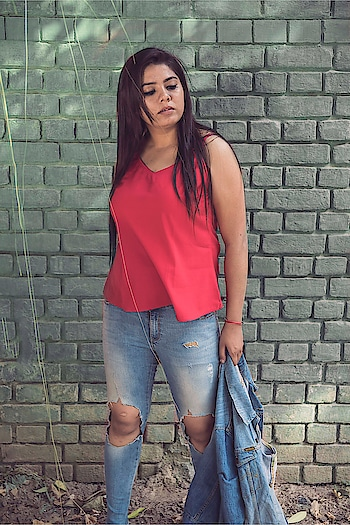 Pick the styles you feel best in! Stop following the everyday trends and be you! Your own style will always make you look the best. ♥️ . . . . 📸 @saumya_singhstagram #fashionblogger #Fashion #indianblogger #lucknowblogger #streetwear #streetstyle #streetstyleblog #streetstylefashion #plixxo #plixxobypopxo #plixxoblogger #streetstyleblogger #lifestyleblogger #lifestyle #beautyblogger #wooplrxyou #ootd #wooplrinfluencer #roposolove #babesofsbl #onlyindia #red #fallfashion #denimjacket #denimlove #forever21 #vartikasaraswat #thewinsomesoul