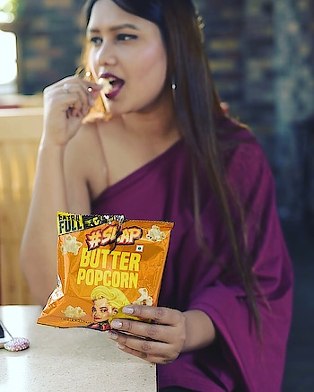 While I was waiting for the sunset to continue my shoot 🙈my favourite snacks was with me from @kadakslap. Popcorn will always be the best time pass diet but what when you get in different flavours. Available in chilli, butter, cheese, salt, cream, peri, spicy and chocolate flavours 😍😍😍 . . @kadakslap  . 📷 @pradeep_bhartiya  . #missfashioncupid #foodgram #shubhiPrakash #foodporn #delhiBlogger #fashioninspo #picoftheday #kadakslap #popcorntime