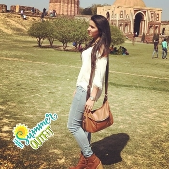 🦋. . . #fashionblogger #roposoblogger #allaboutlocation #mystylemantra #bloggerindia #summeroutfit #delhi #qutubminar