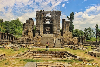 Martand Sun Temple (1200 years old) was the top most places I wanted to visit in Kashmir. I wanted to witness the grand structure at least once in my lifetime.   What once was a very majestic temple, now lies in ruins.   However, one can still feel the grandeur of this temple, look at the beautiful intricate carvings and ornate pillars and can just imagine how it would have looked in its glorious times!   Watch this temple and more in my Kashmir Solo trip Vlog. Link 👉🏻 https://youtu.be/HwcxF8R38g0   #kashmir #martandtemple #martandsuntemple #martandsuryatemple #ancient #ancienttemples #ancientruins #incredibleindia #temple #anantnag #solotraveler #solotravel #solotrip #indianyoutuber #indianvlogger #travelphotography #travelblogger #travelvlogger @jktourismofficial @tourismgoi