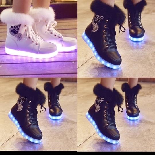 #ledshoes #LED #womenshoes #shoes #shoesoftheday #shoeaddict #shoestyle #glitter #ledshoes
