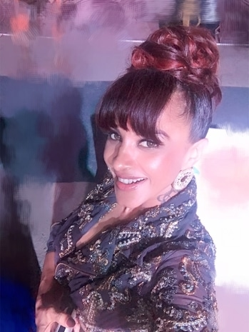Top knot-ch!!  Hosted the launch of Purvavastha in Pune.   #istyleme #hottiescottie #falguniandshanepeacock #salon Head To Toes  #earrings #isharya
