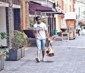 Not gonna leave for home early today Cause this Street and me are pretty tight. 😁😉 • • #stylemattersbro #instablog #puneblogger #indianfashionblogger #menswear   #athleisure  #menshorts  #menwithstyle #ropo-good  #style #menwithclass #mensfashiontips #mensweardaily #guywithstyle #dapper #mensstyle #mensfashion #fashionbloggerindia #menswearblogger #roposoblogger  #fashion #ootd #styleblog #happy #mensfashionblogger #fashionbloggers #styleblogger #summer-style