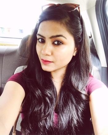 #plaintop with #jeans simple & perfect 😎 #weekendoutfit #weekendmood #weekendwardrobe #lipstickdayselfie #kajal #slingbag ❤️