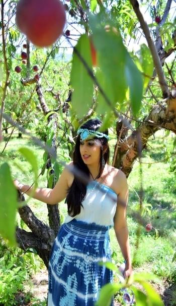 Taking it close to nature! @roposotalks.  #fashion #fashionblogger #stylediary #indianfashionblogger #bengalurublogger #unitedstates #indiausa #washingtondc #newyork #india #mumbai #delhi #bengaluru #ootd #potd #pictureoftheday #photoshoot #frameddiva #ootd #potd #roposo #roposogal #roposoblogger  #accessories #sdmdaily #cosmoindia #popxodaily