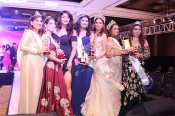 #judged #mrsbharaticon2017 #women from different walks of life standing together #winners #mothers #powerhouses #aarttinaagpal