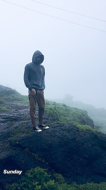 #mountainboy #mountains #mountainlove #mountainlove #view #rain #fogg #foggywheather #sunday #mountainday #converse #converseindia #effect #trekking #nature #likeforlike #commentforcomment #followforfollow #viewsforviews #sundayfunday