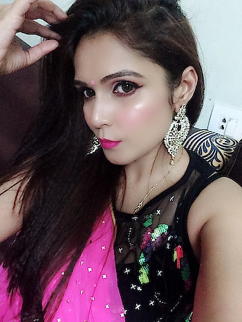 #makeupartistsworldwide #makeupartistindia #selfmakeup #festivemakeup #maccosmetics #pink-black #saree-in-new #glittereyeshadow #hotpinklipshade #wingedeyeliner