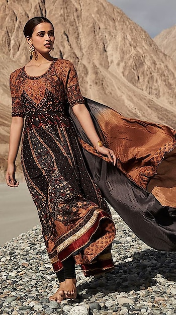Introducing this black, rust churidar set by Ri.Ritu Kumar with #exquisite kashida hand #embroidery all over the kurta & dupatta: https://www.indiancultr.com/new-arrivals/woven-in-time-ri-ritu-kumar?trk=hmpg-slider #luxury #makeinindia #artisans #fashion #style #fashionpost #India #incredibleindia #ritukumar #shoponline #new #love #beautiful #wow #amazing #label #designer #riritukumar