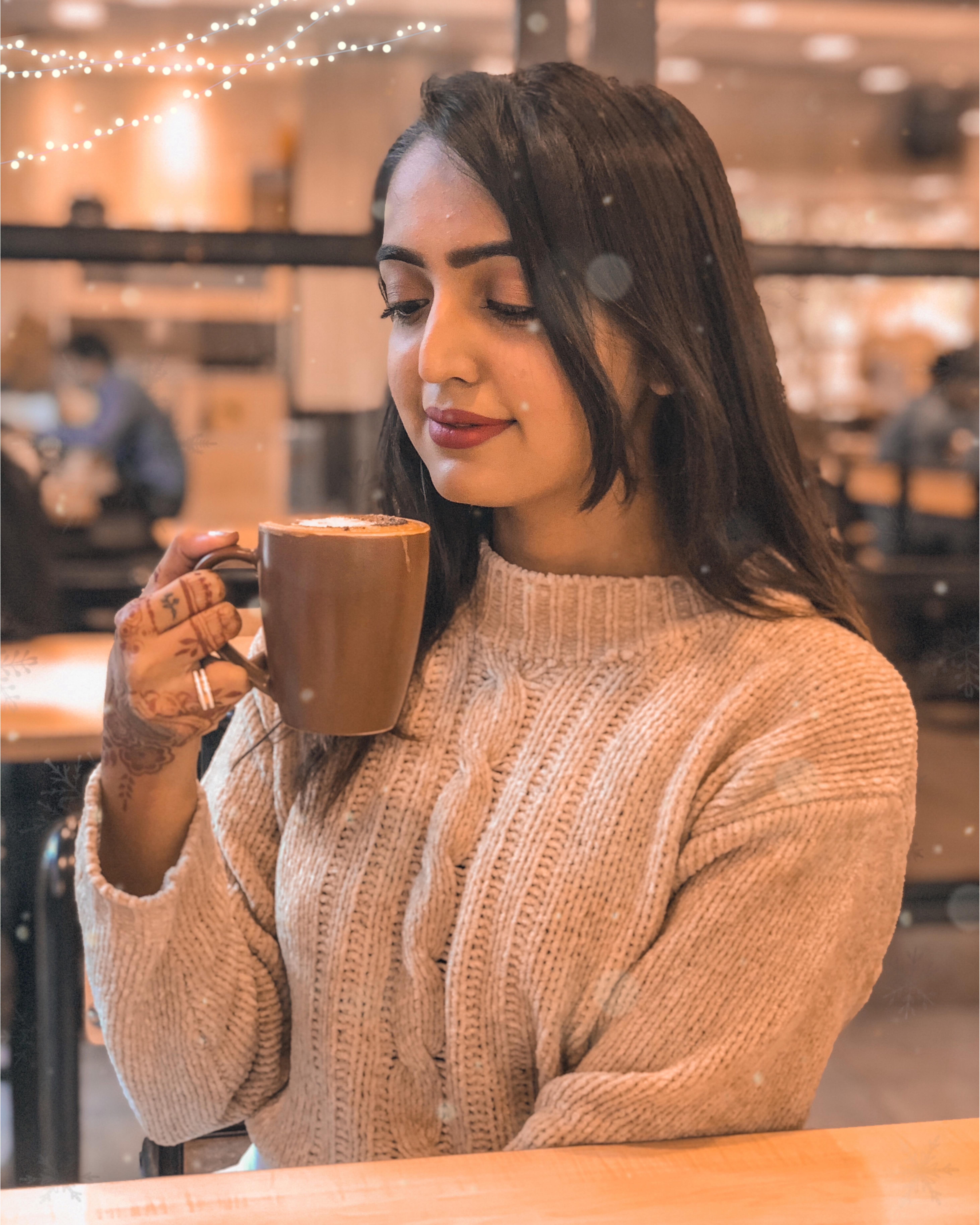 I need a good caffeine to keep myself boosted☕️ #caffeineaddict #coffeebooster #instamood #riyalekhadiya #riaaarelfam