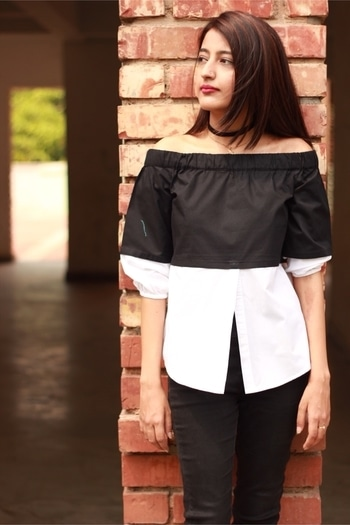    Approaching the colder months while I am still into Summer trends 😇😬 . .  #howilikeit #howilikeitjournal #fashion#geetikasehgal #fashionblogger #blogger #fblogger #fashionpost #roposo #soroposo #roposotalenthunt #woman-fashion #roposofashionhunt #offshouldertop #offshoulder