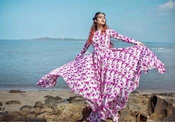 Tere ishq da chola pehan ke,Main tujhme hi rang jaungi... Main nachdi phira ...💕💕💕💕 : #mainnachdiphira #secretsuperstar #bollywood #movie #song #lyrics #simplyamazing #loveit #beautiful #pink #florals #floraldress #pinklove #longdress #beachshoot #beachphotography #seaside #photoshoot #diva #slayer #fashionicon #nehamalik #model #actor #blogger  : Photography @divyesh.vanzara  Mua @zeen_sha  Outfit and styled by @baaksha