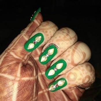 ☘️ 💅💠 #nails #Freehand #nailstagram #nailart  #art #nailswag #color #traditional #stone #manicure  #fashion  #nails2inspire #wedding #beauty #roposotalenthunt  #gems  #nails #mancura #green #fashionista #heena #notd  #kaur #wmk #happy#happyme #golden #royal #crystal #crystalnails #bling #mehndi #nailart2017 #nailpaint