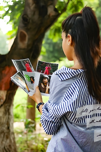 I make sure that best pictures from my each shoot gets printed so that I'll always have sweet memory for each shoot.  (Especially behind the scene pictures are must) ❤ . . . @thesnapstoreapp does best job in printing pictures.  Get's your pictures printed today. 😍 . . . . . . . 📷 @akshaybabuta #diksha #fromposetocloth  #snapstore#snapstoreapp#printing#print#memories#fashionblogger#indianfashionblogger#indian#indianblogger#amritsar#amritsarblogger#asr#asrblogger#fashiondesigner fashion#sdmdaily#styling#koovs#photos#pictures