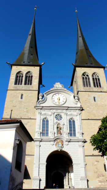 ~ So much of who we are is where we have been - William Langewiesche ~☘🌸 #qotd #travelphotography  #nbamtravels . . #inframe 📸 The Church of St. Leodegar (Hofkirche St. Leodegar)⛪ ☺. It's a Roman Catholic church in the city of Lucerne #switzerland 🇨🇭 ⛪ #naturalbeautyandmakeupblog . . . . . . . 🔹️🔹️🔹️🔹️🔹️🔹️------------------------------------------------------------------🔸️🔸️🔸️🔸️🔸️🔸️🔸️🔹️ . .  #travelblogger  #lucerne  #europetravel  #europediaries #church  #beautifulday ☀️ #travelholic  #roposotravelling  #travelawesome #travelblog   #wanderlust  #wanderer  #switzerlandpictures #placestosee  #mustvisit  #touristattraction  #tourists  #summer-trip  #hongkongblogger #travelwriter  #microinfluencer #naturalbeautyandmakeup