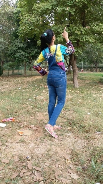 CONSTANT  LOVE FOR DUNGAREES... #fallwinter  #blue  #denimlove  #colourful #sneakers #randompose #be-fashinable #fashionswag #dungareesbelike #dungaree #coolcasuals #followformoreupdates #chandigarhfashionblogger #chandigarhdiaries #collegelookbook