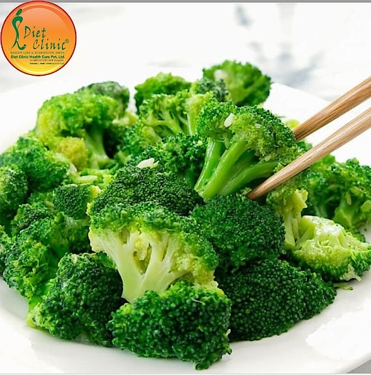Broccoli When it comes to eating for weight loss, fiber is the number one nutrient that belongs on your radar. The Dietitian Sheela Seharawat says women should aim for the recommended 25 to 30 grams per day, and one of the easiest ways to do that is by loading your plate with broccoli. The veggie contains 16 grams per bunch! If you don't like eating it solo, sneak it into the dishes you already love.   ✅#DietClinic brings you personalized #dietplans, recipes, tools and more for a #healthy lifestyle and losing #weight. 👉Based on 14 years of experience, our diet for #weightLoss helps you lose 3-4 kgs!  ➡Get it for 3000 instead of 3500!  Download #DietClinic Mobile App Now! https://goo.gl/4DjJWw & Use code DC500 ☎Please #Call at 88-2626-0707 📞Toll-Free: 8010-888-222 📲Download #App: http://app.clinic.diet 🌎Website- http://www.onlinediets.in ➡Book Your #Appointment: https://goo.gl/jmwWGu Diet clinic Gujranwala Town Call us 8800997701,8800997703 Visit here :- 224 Gujranwala Town part 3 North Delhi 110009