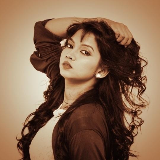 Play with my hair not feelings....... #playwithmyhair #goodhairday #shoot #lifeofanactress #meerajoshi #marathimulgi
