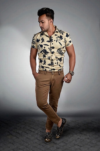 हम भी शरीफों की गिनती में आते है..😎 अगर कोई ऊँगली ना करे तो...💪 #instagramhub #instagramhub #instagood #instablogger #instablog #instafame #menswear #personality #fashion #fashionable #fashionistas #partywear #shirts #shoes #gujaratmodel #formal #valsad #vapi #daman #silvasa #mumbai #navsari #surat #vadodara #ahmedabad #comment4comment #like4like #follow4follow #hanifhasmani
