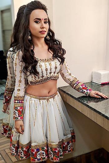 H O L I 🌸 E V E N T ( telecast is 1 PM and 4:30 pm on sunday 17th March only on - colors tv channel )  PC : @vijaypattery  Hair Stylist : @koli_sarika7313  Make Up : @sandeephonrao_  Costume designer : @harshalds . ⭐️ Tag : #proneetaswargiary #proneeta #holievent @colorstv #colorstv #2019 #bollywood #indian #dress #costume