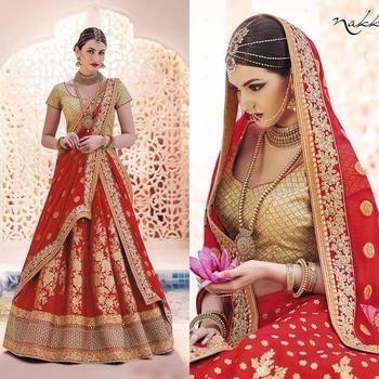 Be Wedding Ready Wearing This Classy Red Colored Lehengha Saree That Is Adorned Tradtionally With Borcade, Pallu With Zari Work On Chiffon And Blouse Of Lurex Fabric.  Product code - FCL413 Available at www.fashionclozet.com  Watsapp - +91 9930777376 Email -  info@fashionclozet.com Or DM for enquiries.  #redlehenga #sabyasachi #sabyasachibride #sabyasachimukherjee #lehenga #weddinglehenga #bridallehenga #pheralook #bridallook #indianwedding #palacewedding #falaknuma #falaknumapalace #weddingsutra #bridalshoot #bridalmakeup #bridalhairstyle #desibride #designerlehenga #indianbride #bridalfashion #bridesmaids #desibridesmaids #candidphotography #mehndi #southasianwedding #bridesofindia #destinationwedding #twirl #twirling