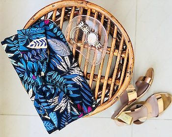 Taking this foliage print satin clutch for a dinner night with friends!! All i got to do is throw in gold hoops and accessories to go along this beauty 😍 #clutch #ootn #bag #bagofchoice #gold #goldaccessories #tropical #foliage #blockheels #hoops #jewellerydish #satin #satinclutch #girlsgottohavefun #lifestyle #lifestylebloggerindia #alifeinpuzzlepieces #roposo #ropo-style