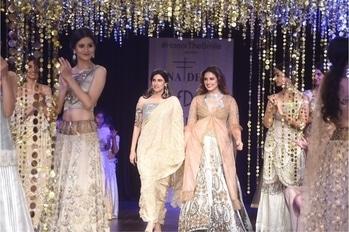 Gold. Glitter. Glamour.  #rinadhaka #HonorTheSmile #shotonhonor8pro #honor8pro #ThePartyStarter #NarayanFabrics #NarayanJewellers  #ICW2017
