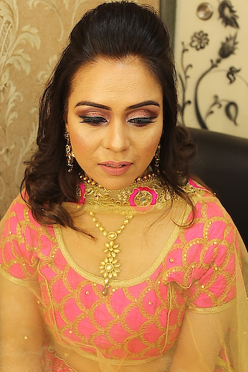 Can't get over this gorgeous look created by ❤️ MUA @poonam_ranjanchowdhary  Makeup and Hair @kutsnkolors_lko . . . . . . . . . #bespokegrub #lucknowblogger #fashionblogger #plixxo #kutsandkolor