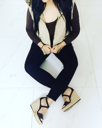 Probably one of my favourite brown hoodies with brown wedges 💗are just apt for casual outings😍 Jacket- @madamefashions  Jeans- @only_official  Wedges- @charleskeithofficial . . #fashionista #winterfashion #ootdfashion #hoodies #stylish #charleskeith #madame #only #likeforlike #followforfollow #stylist #womensfashion #followme #picoftheday #Blingtastic #blogger #shoelovers  #instagood #shoppingonline #fashionshor 🛍🎀