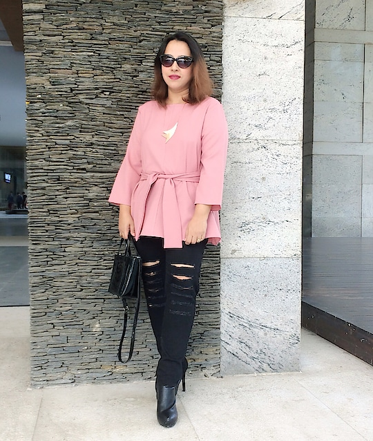 Blush is slowly & steadily becoming my favourite colour! Don't know if it's just a phase or a permanent thing 😊 ............................. #summerfashion  #springfashion #fashioninsta #bloggersworldwide #fashionstyle #bohemian #bohovibes #fashionblogger #aboutalook #ootd #ootdsubmit #fashion #lotd #travelblogger #styling #outfitinspo #whatiwore #bloggerstyle #styleblogger #streetstyle #streetstyleblogger #streetstyleluxe #indianblogger #potd📷 #outfitoftheday #deesayz #igfashion #styleover40 #40plusfashion #followforfollowback