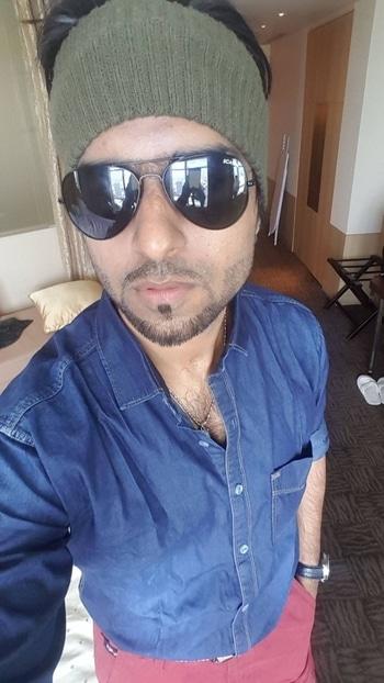 RockStar @AamanTrikha and @whosunilgrover #Bangkok 🕺🏻🕺🏻🕺🏻 #ProudOfYouRockStar 🙌🏻 #MusicIsAamanTrikha 🎼🎤 #AamanTrikha  #Recording 🎵 #music #genre #songs #melody #instagood #beat #beats #jam #myjam #party #partymusic #newsong #lovethissong #favoritesong #bestsong  #bumpin #repeat #listentothis #goodmusic #instamusic #bestoftheday #bollywood #Gutthi #RinkuBhaabhi