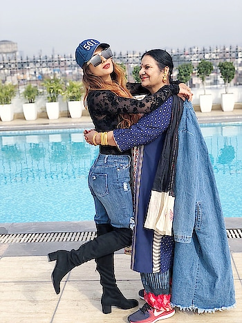 Mom daughter... happy times 😍😍😍😍 : #aboutyesterday #wagahborder #indianpakistanborder #amritsar #punjab #punjabtourism #2018 #lookbook #denim #highboots #rippedjeans #fishnetstockings #levis501 #mom #momdaughter #mommyandme #fashiondaily #fashion #style #travelblogger #luxurylife #luxurytravel #styleicon #ootd #nehamalik #model #actor #blogger