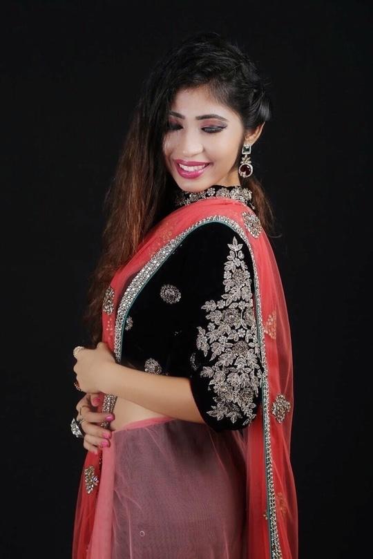Happy Ganesh Chaturthi🙏🏻   #festivevibes #traditionalvibes #loveforindian #blogger #fashionblogger #mumbaiblogger #bridalshoot #makeup #fashionstylist #stylist #whatiwore #whimsandcraze #happyganeshchaturthi #roposo #soroposo #roposolove