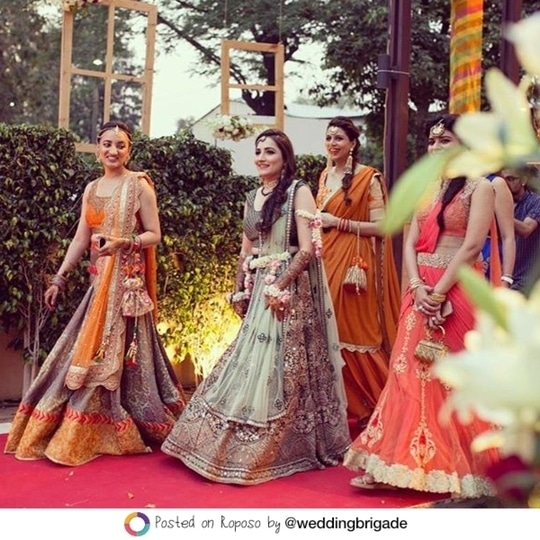 When it comes to weddings, there are squads and then there are SQUADS. Tag yours! #LehengaLife #SoRoposo #Roposo @weddingbrigade