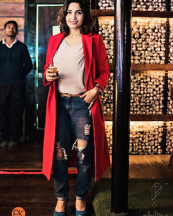 I had my first beer ever at the @philtrebistro brewery launch last week! Trust me I can't stand beer and it's scent but it was here I could finally find one that I like! It was wheat beer! Great taste and flavour! Loved it! Must try for everyone! Wearing -  Jacket - @marksandspencerindia Top & Denims -  @onlyindia  Shoes - @chumbak   Choker - @forever21   Watch - @giordanoindia  . . . . #ootd #brewery #philtre #philtrethebistro #pub #bar #beer #wheatbeer #brewerylaunch #launchparty #restrobar #gurgaon #gurgaonpub #fashion #fashionblogger #wiw #outfitoftheday #outfitofthenight #indianfashionblogger #lifestyleblogger #rougepouts #party #gurgaonnightlife