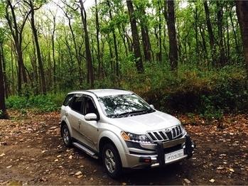 Beast in the jungle 🦁 . . . . . . . . . #location #like4like #fashion #followme #fresh #cars #carlovers #XUV500 #mahindra #jimcorbett #jungle #indian #indian #instagood #instadaily #offroading #safari #cool #classy #swaggy #beastmode