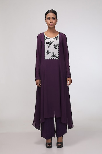 Featuring color block A-line #tunic by Chhaya Mehrotra with scalloped #floral rhinestone yoke, paired with #pants : https://www.indiancultr.com/designers/chhaya-mehrotra #love #beautiful #India #IncredibleIndia #wow #amazing #artisan #instagood #want #neednow #inspiration #Indian #traditional #makeinindia #instalove #instalike #photooftheday #webstagram #follow #repost #shoponline #apparel