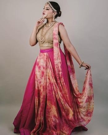 Bridal shoot ❤️  . #simersethi #fashionblogger #bloggerstyle #blogger #blogging #fashiongram #fashionista #styleblogger #bridal #bridalmakeup #indianwedding #mua #delhiblogger #kashmir #weddingdress #jewellery #photoshoot #photography #makeup #fashiondesigner #stylist #styling #wardrobestylist #fashionphotography #ootd #photooftheday #instastyle #instagood  #model #bridalhair