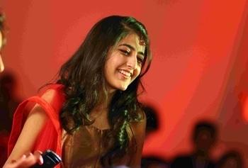 #howilikeitjournal #howilikeit #fashion #fashionblogger #blogger #blog #red #indianwear #redandgold