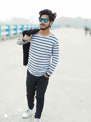 #samahmed #thesamahmed #samahmeddlk  #winter #winter-style #winterlookbook #winterpic #winterfashion #winterwear #whitesneakers #whiteshoes #whitetop #whitetshirt #blackjeans #blackpant #blue #bluesunglasses #sunglasses #styles #mi #mia1 #mia1photography #shoes #tees #tshirts #sneakers #jeans