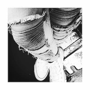 UPS👆🏻 & DOWN👇🏻 #DIY #rugged #Jeans . #diyrippedjeans✂👖🔪 . #ootd nike #converse #creative #hoodies #sweatshirt #like #follow #blackandwhite #instablackandwhite ackandwhite #instagram #wadrobe #indstadaily #instadgood #instamood #igers #instagram #follow #fashion #fashionblogger #fashionisto #live #like #instalike #sneakers
