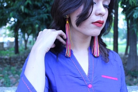 @paisleypopshop makes authentic hand-made fashion jewellery which is both quirky & a delight to wear😍. Love these multi-coloured tassel earrings which can be teamed up with both ethnic & western wear.. . . . . #bespokegrub #indianblogger #lucknowblogger #fashionblogger #fashionbloggersofindia #plixxoblogger #Plixxo #paisleypop #streetstyle