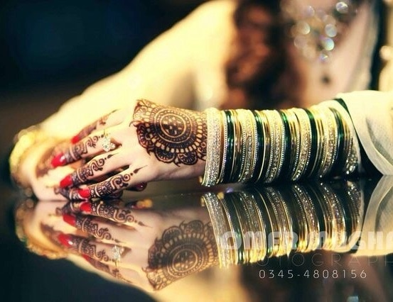 #bangelsmagic #colourfulbride #wedding diaries #chudidarhands #accesorizeit #rockurhands #beautifulhands #bridalhands