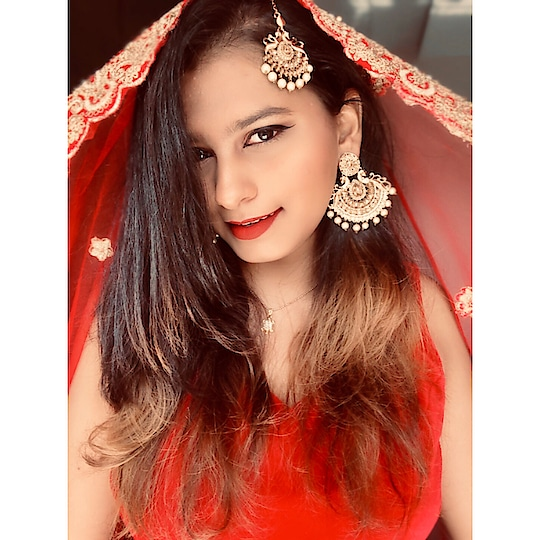 Wearing a traditional maang tikka from @kadshidesigns as a Passa. 👰🏽 A jhoomar or passa is the traditional ornament of a Muslim bride. 🌹 This piece of maang tikka hangs on the left side of the forehead. It adds a royal appeal to a bride's look. 💄 (PS - I am not a bride and am not getting married anytime soon, at least not yet.) . Won't you follow me for more such updates? @kri.sha_ . . . #fashionblogger #fashionblog #instafashion #ootd #styleblogger #fashioninspo #styleinspiration #lookbook #lookoftheday #stylegram #fblogger #fbloggers #mystyle #fashion #instastyle #vintage #fashionista #streetstyle #stylish #styleoftheday #fashionlover #fashiongram #whatiwore #ootn #fashiondiaries #fashionstyle #bloggerstyle #streetstyleluxe #ootdthatslay