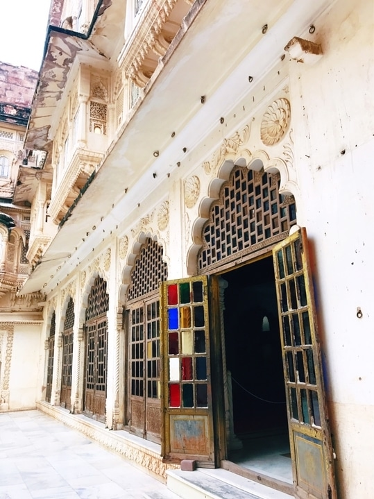 Mehrangarh fort and the pretty halls inside it!  #travel #photography