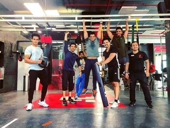 Fitness firsters in Action !! #train #training #dmt #fgt #kettlebell #vipr #bosuball #medicineball #pump #functionaltraining #fit #fitness #zara #hm #hmfashion #fitnessfirst #power #dumbells #core #inspiration #motivation #roposo #soroposo #mensonroposo #roposostylefiles #mumbai #india