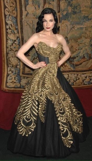 #magicalwear #redcarpetgown ##black #swag #styleista #gownspiration #walkwithattitude #posealittle #international fashion #outerfashionlish  #internationalfashion