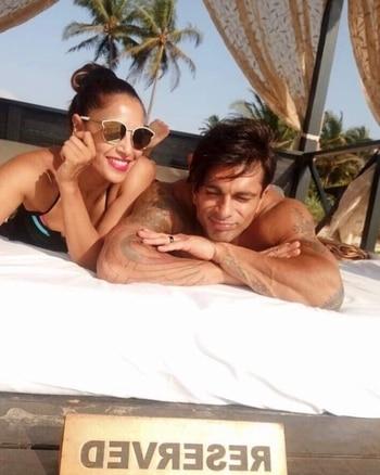 Intact #MonkeyLove of @bipashabasu & @iamksgofficial @hcpkanika . . . www.hercreativepalace.com . . . #hercreativepalace #karansinghgrover #bipashabasu #bollywoodblogger #monkeylove #intact #lovebirds #bollywood #sexycouple #hcpkanika
